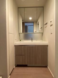 2021年8月24日撮影 清潔感のある洗面台。