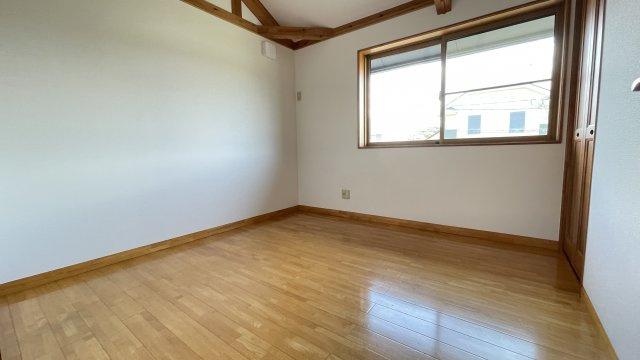 2階南側洋室(約5.4帖)