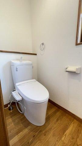 トイレももちろん新品です♪水周りが新品だと気持ちよく使用できてうれしいですよね♪手の洗いやすさを考えた、広くて深い手洗鉢です。