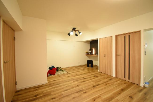 5月に内装リフォーム完成してます☆彡 約63.8㎡あるゆったりとした2LDKのお部屋です。居住区の最上階なので陽当り眺望が抜群の物件です!
