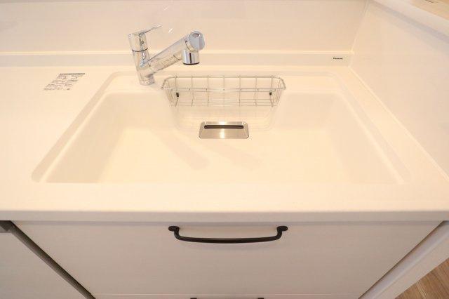 幅の広いシンクは洗い物がとてもしやすいです