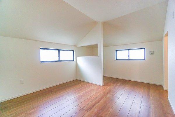 主寝室としてお使いいただける約7.7帖の洋室。 休日はこちらでおくつろぎください。