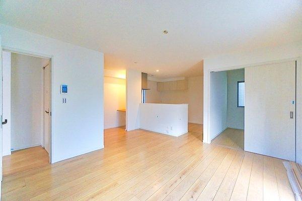 静かな住宅地で住環境も良好。 物件設備も充実しております。 室内ご見学可能です!