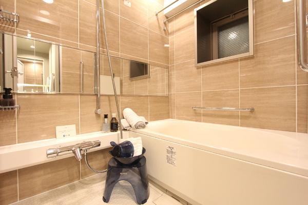 清潔感あるバスルーム。1418タイプ浴室換気乾燥機付きです。