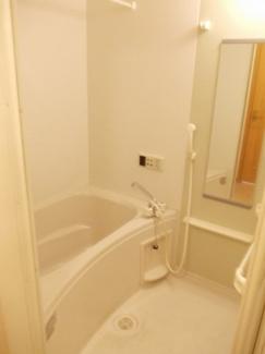 追い焚き機能と浴室乾燥機付きです