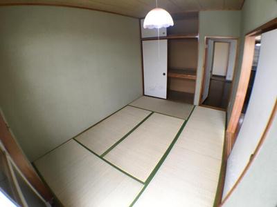 和室です。押入れがついてます。