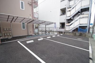 駐輪場・駐車場完備