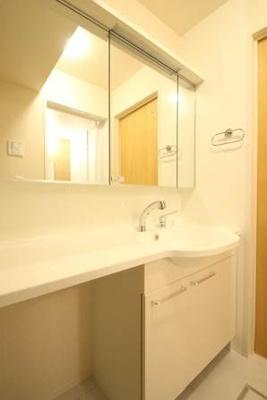 大きな鏡のある洗面台☆