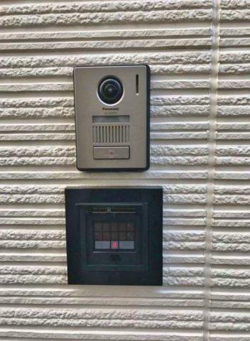 玄関には暗証番号式玄関鍵完備 セキュリティも安心です