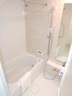新規リフォームにてお風呂も新しく(追い焚き機能・浴室乾燥暖房機付)