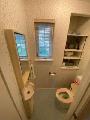 2階のお手洗いにも手洗い場を設置しております。手洗い習慣が身に付くため、感染症対策にも◎