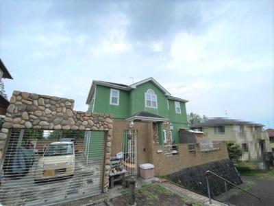 敷地面積約66.90坪!東・北・西側が道路に面する角地!グリーンの外観が魅力的な4SLDK住宅です♪