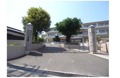 め小学校:718m