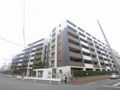 総戸数152戸、2012年2月築、管理人は日勤勤務につき管理体制良好です♪