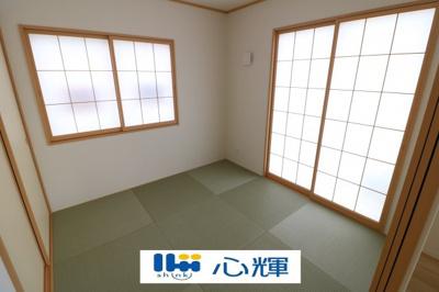 リビングの横に和室があれば、畳の上で遊ぶ子供をキッチンから見守れるので嬉しいですね。