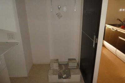 洗濯機置き場(清掃前)