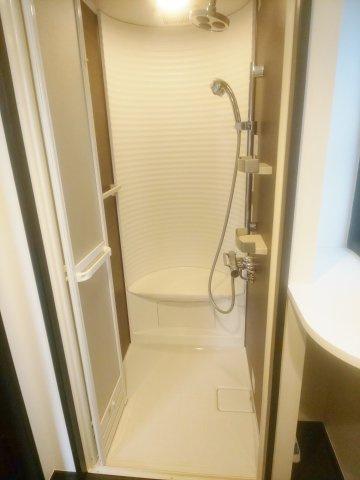 2階にはシャワールームを設置しております