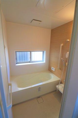 【浴室】平成27年築の築浅物件 狛江市東野川2丁目 中古戸建