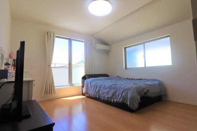 【寝室】平成27年築の築浅物件 狛江市東野川2丁目 中古戸建