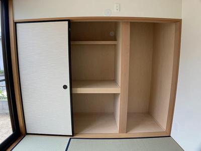 和室の押し入れは季節家電やお子様のおもちゃなど大きな収納も可能♪