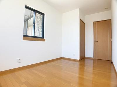 「中央洋室」はシンプルで使う人を選ばないデザインです。