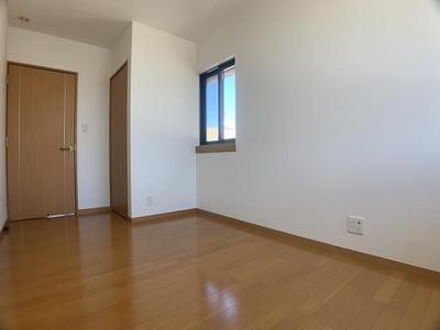 「東側洋室」もシンプルなデザインです♪