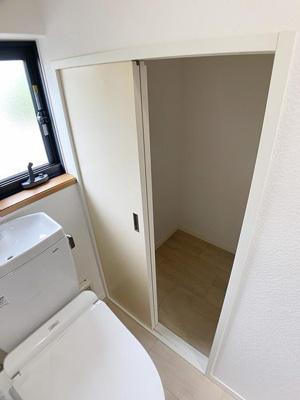 トイレに大容量の収納スペースがあるので、バス・トイレ用品のストックに便利です♪
