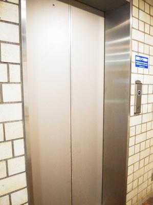 クレール六本木のエレベーターです。