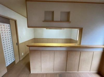 対面式キッチンです。上にニッチ付きでオシャレにアレンジできます。