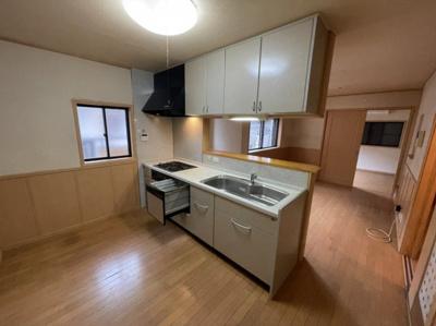 キッチンに二人以上立っても余裕の広さです。