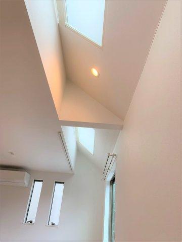 勾配天井の天窓