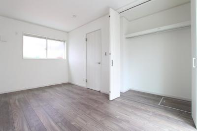 落ち着いた色調の洋室です:建物完成しました♪毎週末オープンハウス開催♪三郷新築ナビで検索♪