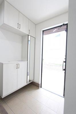 収納もある玄関です:建物完成しました♪毎週末オープンハウス開催♪三郷新築ナビで検索♪
