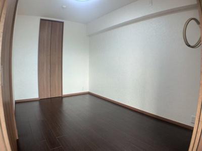 きれいな洋室です。6帖と個人のお部屋に丁度良い広さです。