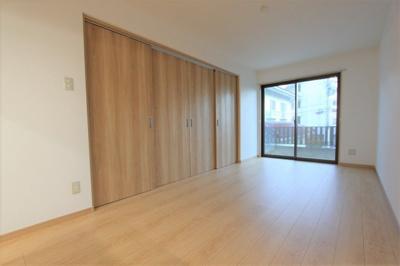 写真は201号室です。