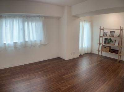 広々とした洋室です。約9.8帖あります。