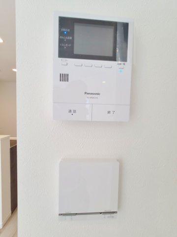 空気を汚さずに足元から暖かい床暖房が標準装備です 安心のTVモニター付きインターホン