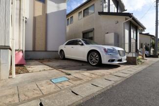 駐車スペースは2台!前面道路は6mなのでお車の出し入れも楽々です