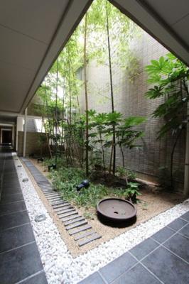 共用部の装飾も和風で統一。内壁の仕上げも瀟洒で一見の価値ありです。