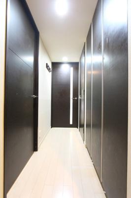廊下部分にも収納がついており、お片づけをサポートしてくれます。