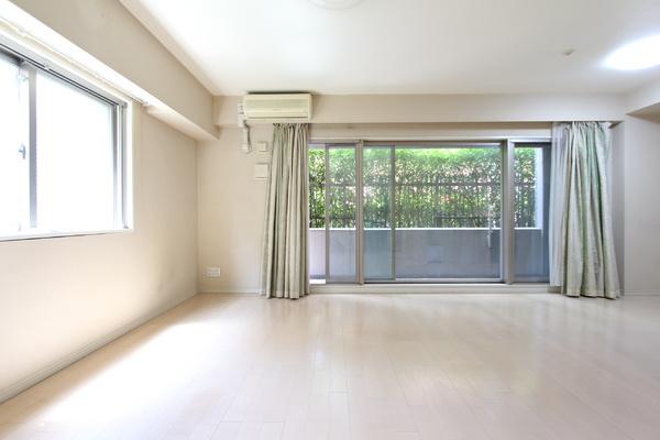 角部屋のため、1階ながら穏やかな日差しが差し込みます。