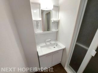 新品の洗面化粧台です♪シャワー水栓で使い勝手もいいですね(^^)
