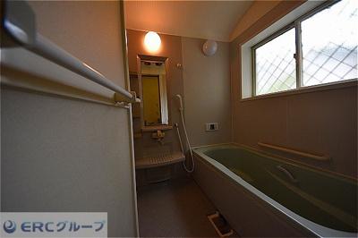 浴槽が広いのでゆっくりと入浴することができます。