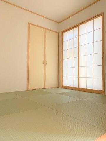 リビングにつながる和室は落ち着いた雰囲気を醸し出します