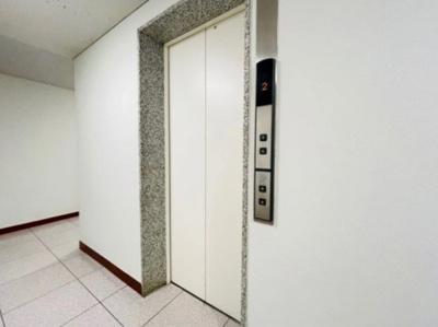 秀和四谷パークサイドレジデンスのエレベータ―です。