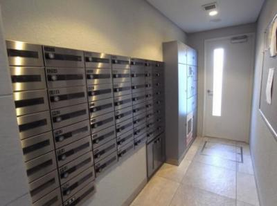 インプレスト南千住の宅配ボックスとメールボックスです。