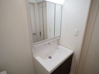 清潔なパウダールームは身だしなみチェックや肌のお手入れに最適です。 令和3年8月23日撮影