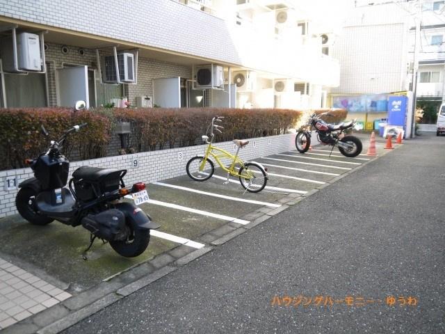 敷地内に、専用の駐輪場・バイク置場があります。
