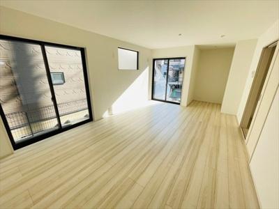 【居間・リビング】草加市弁天4丁目 新築戸建 全1棟