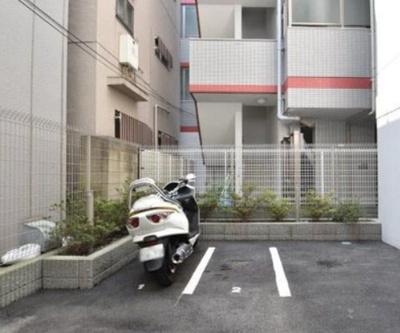 フォースター浅草今戸のバイク置き場です。